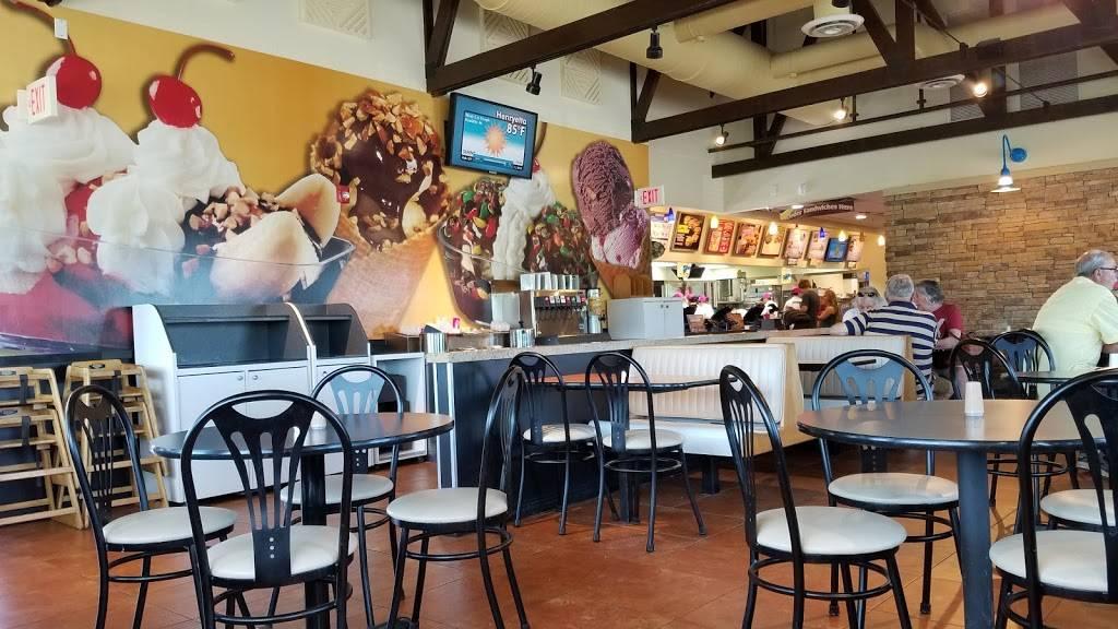 Braums Ice Cream & Burger Restaurant   restaurant   816 E Main St, Henryetta, OK 74437, USA   9186523718 OR +1 918-652-3718