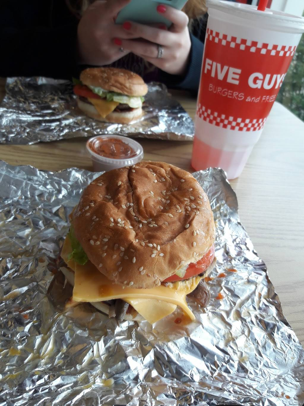 Five Guys | meal takeaway | 560 Washington St, Middletown, CT 06457, USA | 8603469200 OR +1 860-346-9200
