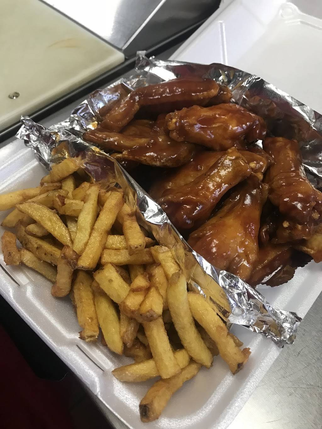 Hot Spot | restaurant | 16511 S Halsted St, Harvey, IL 60426, USA | 7083311000 OR +1 708-331-1000