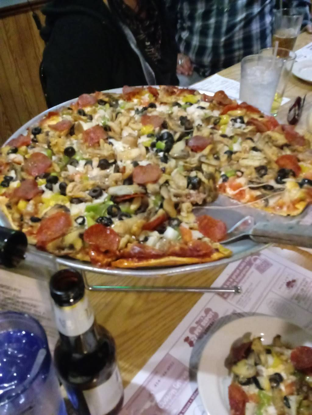 Scotty's Bar & Pizza - Restaurant | 3921 S Clement Ave