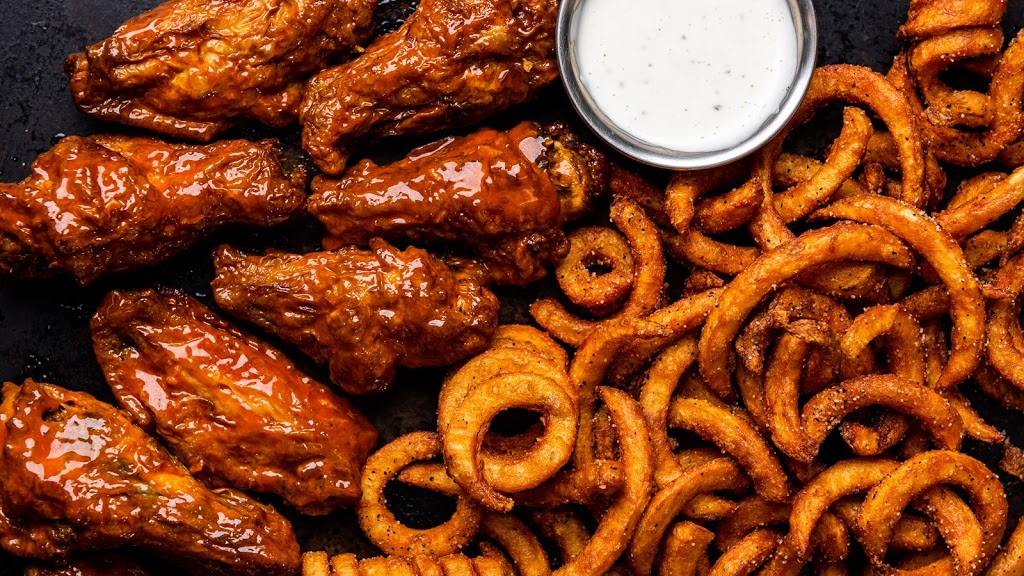 Its Just Wings | restaurant | 165 Crossroads Dr, Plover, WI 54467, USA | 4697888080 OR +1 469-788-8080