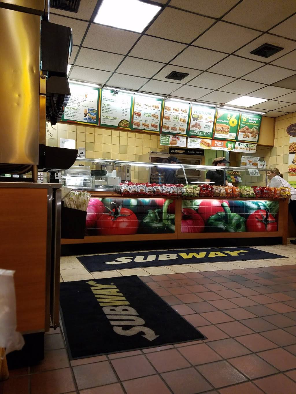 Subway | meal takeaway | 233 W Center St, West Bridgewater, MA 02379, USA | 5084275511 OR +1 508-427-5511
