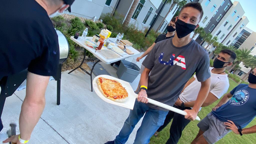 Del Brendos Pizzeria & Restaurant | restaurant | Embry–Riddle Aeronautical University, 1 Aerospace Blvd #2198, Daytona Beach, FL 32114, USA | 4843662294 OR +1 484-366-2294