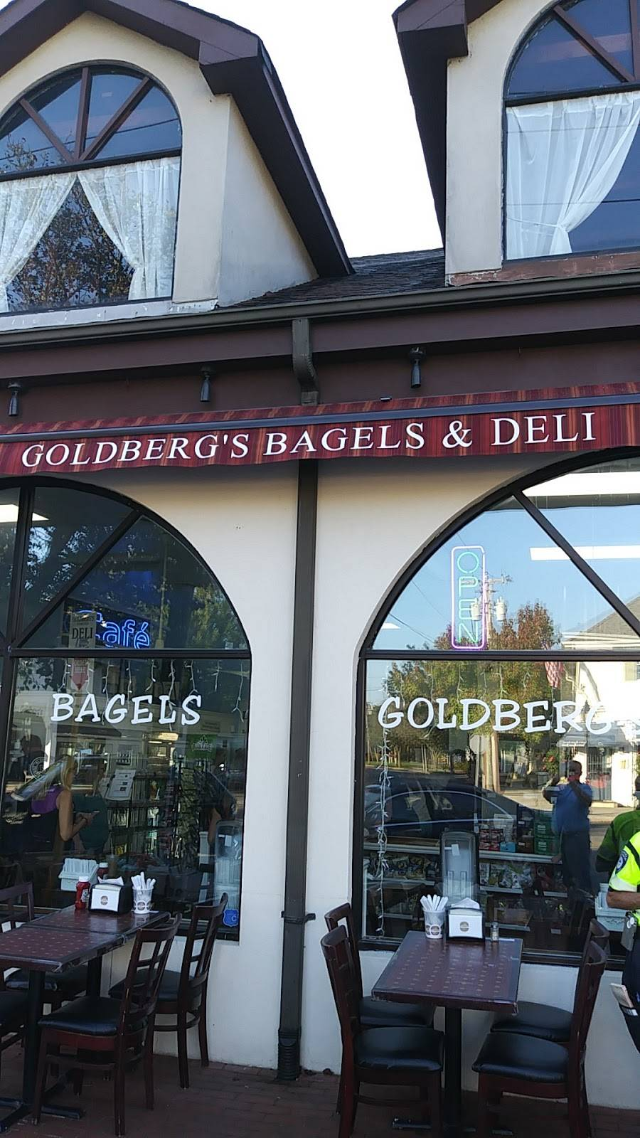 Goldbergs Famous Deli & Restaurant | bakery | 65 Main St, Westhampton Beach, NY 11978, USA | 6319983878 OR +1 631-998-3878