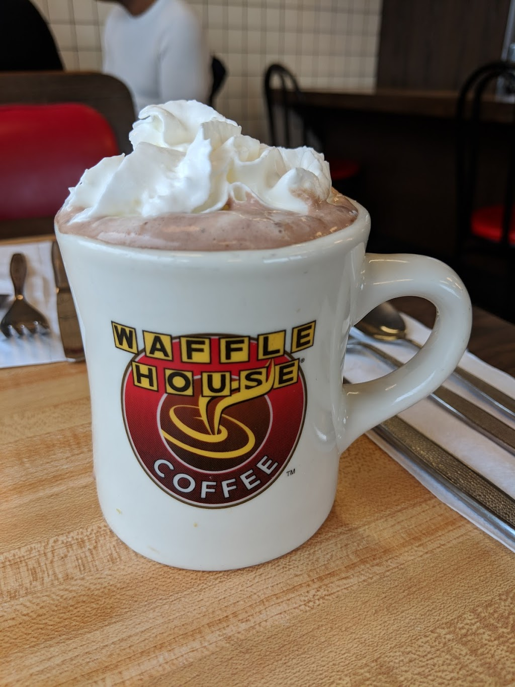 Waffle House | meal takeaway | 401 E Gregory St, Pensacola, FL 32502, USA | 8504388805 OR +1 850-438-8805
