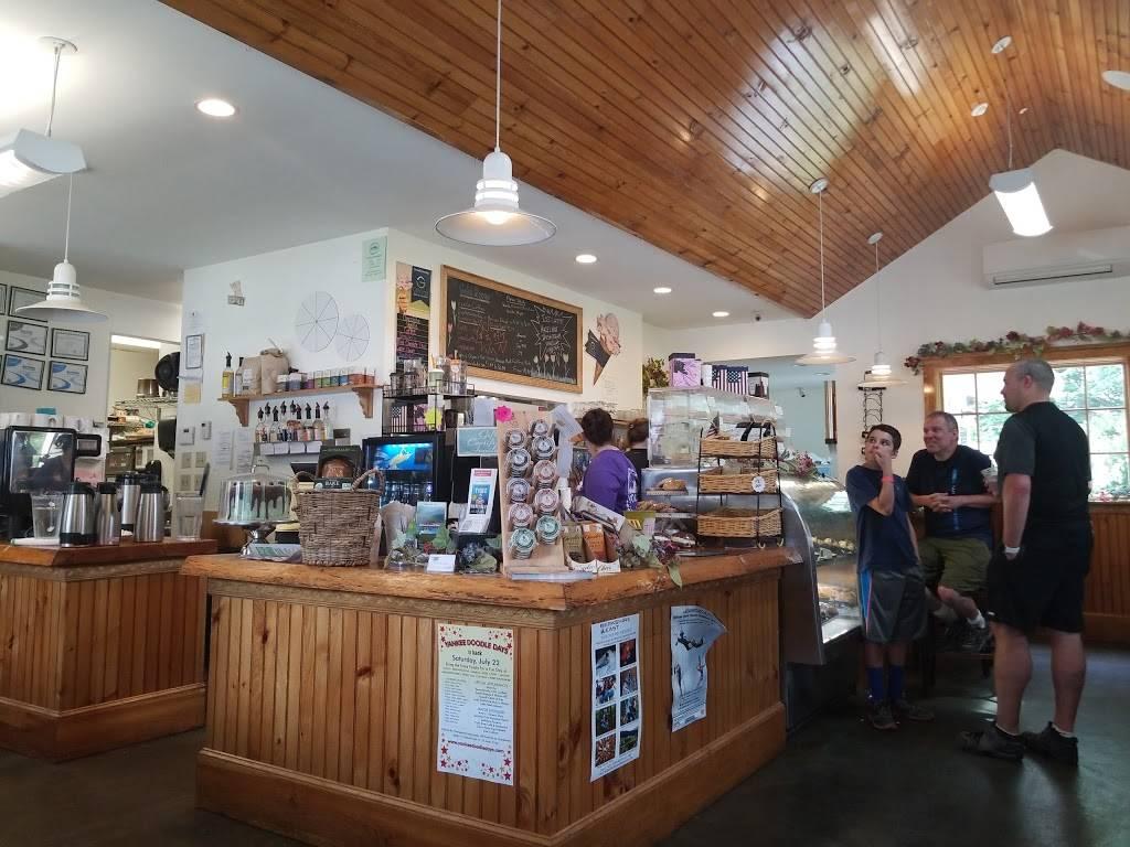 Cold River Cafe & Restaurant   cafe   31 Main St, Charlemont, MA 01339, USA   4133390000 OR +1 413-339-0000