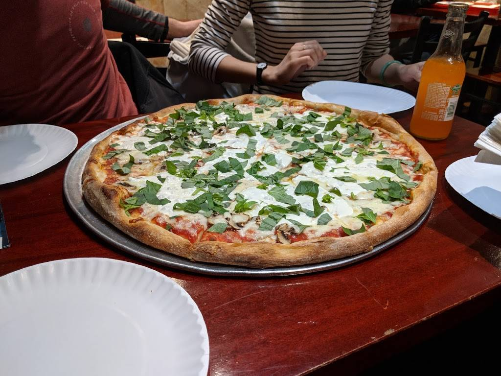 Famiglia Pizzeria | meal delivery | 1284 1st Avenue, New York, NY 10065, USA | 2122881616 OR +1 212-288-1616