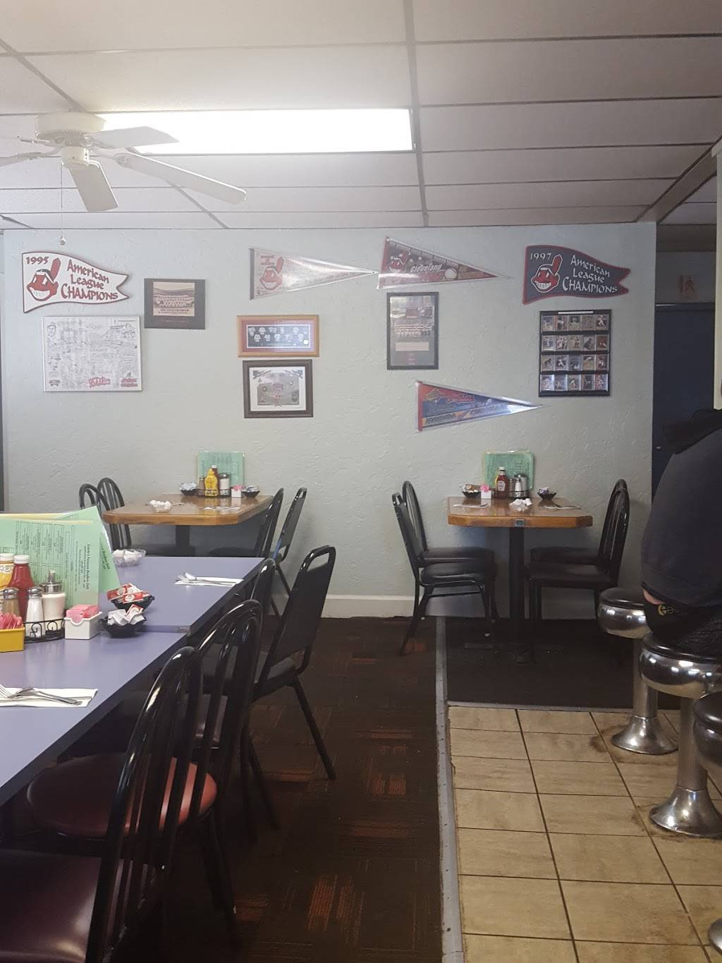 Loedes Famous Reuben Deli | restaurant | 9265 Broadview Rd, Broadview Heights, OH 44147, USA | 4405264713 OR +1 440-526-4713