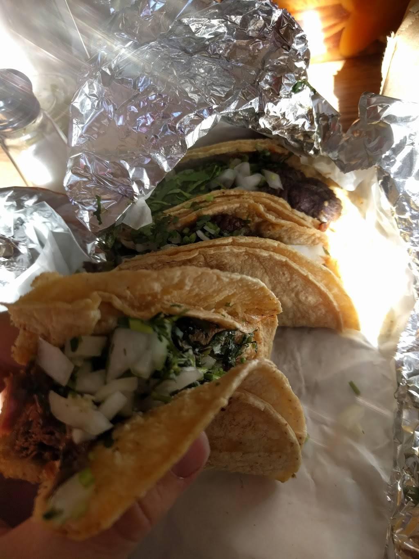 Taquería El Charro I | meal delivery | 6661 N Clark St, Chicago, IL 60626, USA | 7737437056 OR +1 773-743-7056