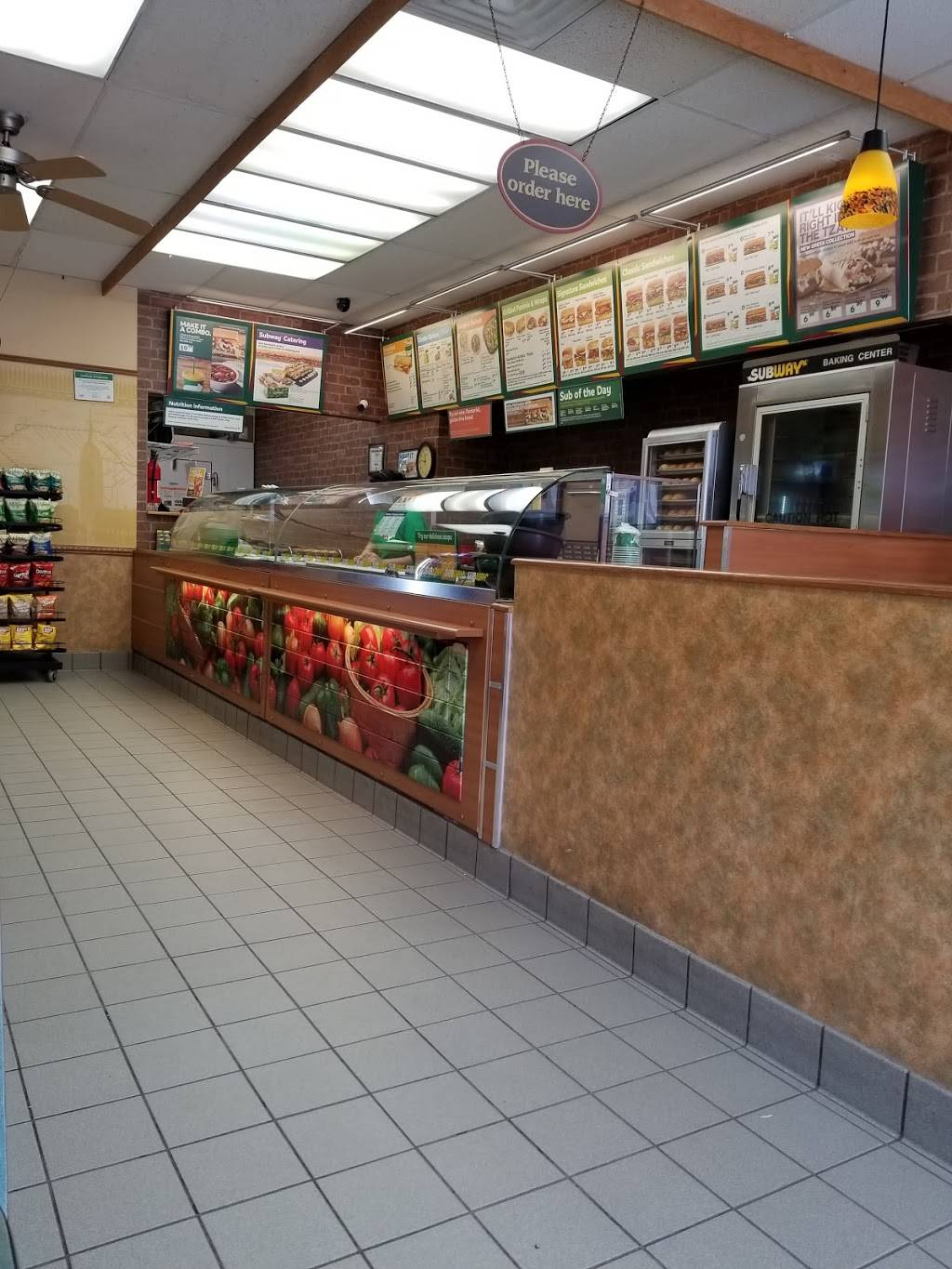 Subway | meal takeaway | Entertainment Centrum, 2085 Winston Park Dr, Oakville, ON L6H 6P5, Canada | 9058293340 OR +1 905-829-3340