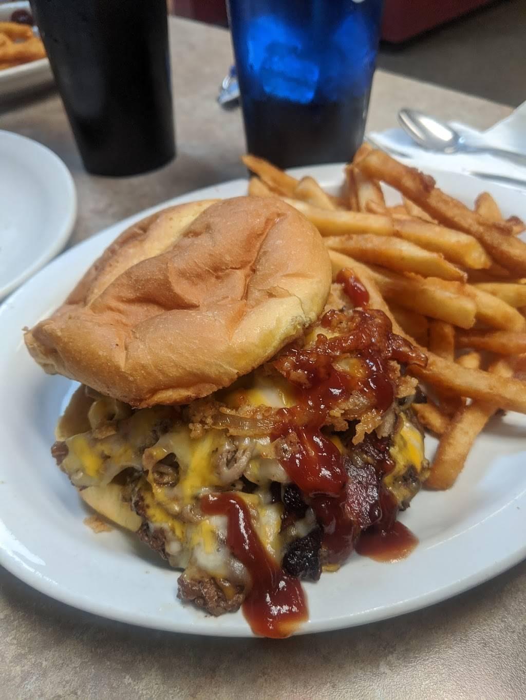 Bradys pub | restaurant | 1319 2nd Ave, Sheldon, IA 51201, USA | 7123243569 OR +1 712-324-3569
