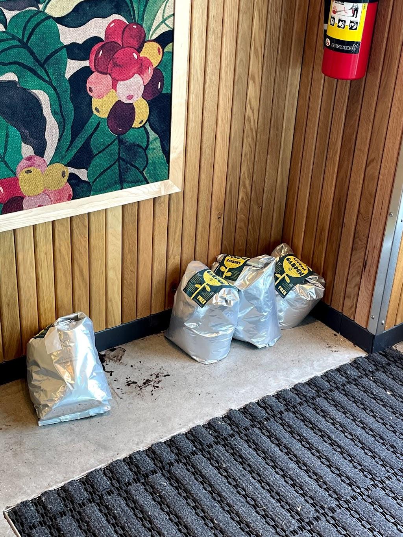 Starbucks | cafe | 1951 N Interstate Hwy 35, Round Rock, TX 78664, USA | 7379100019 OR +1 737-910-0019
