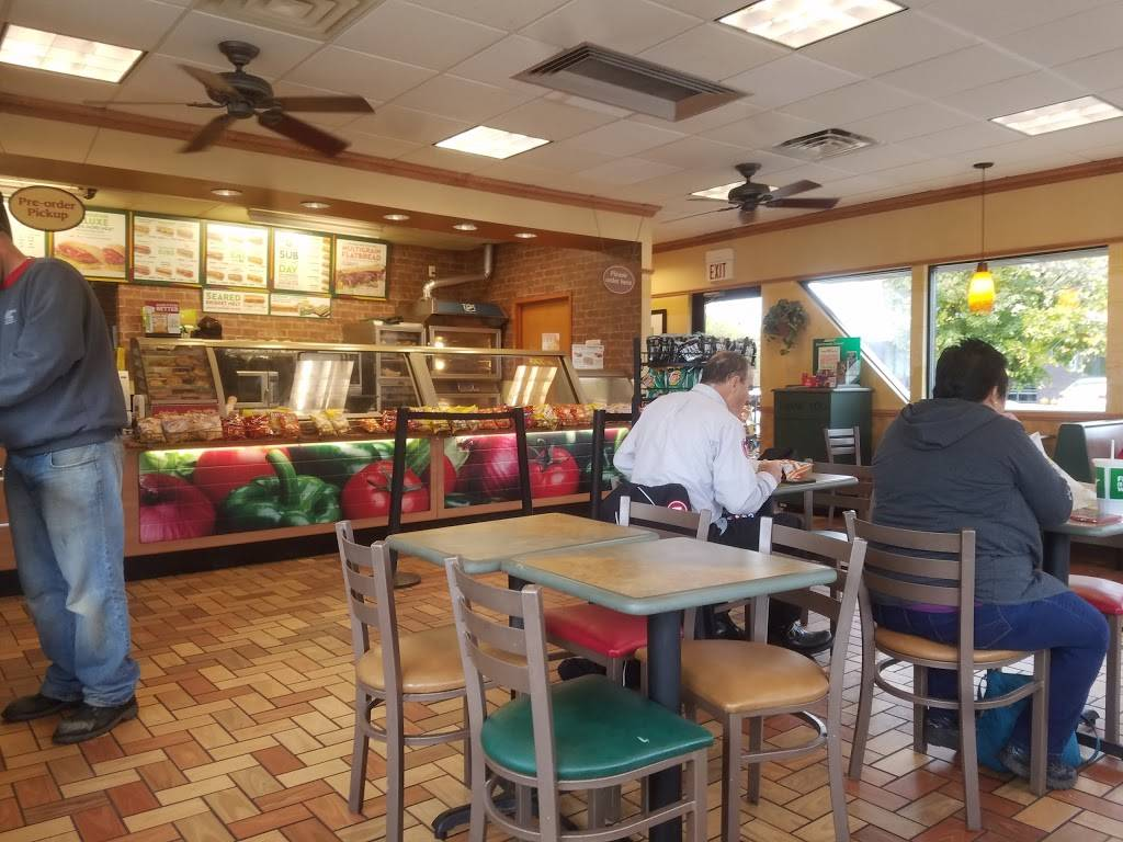 Subway | meal takeaway | 401 N Benton Dr, Sauk Rapids, MN 56379, USA | 3202527002 OR +1 320-252-7002