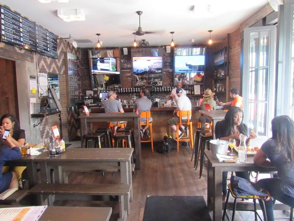 Clinton Hall | restaurant | 601 E 189th St, Bronx, NY 10458, USA | 7182206400 OR +1 718-220-6400