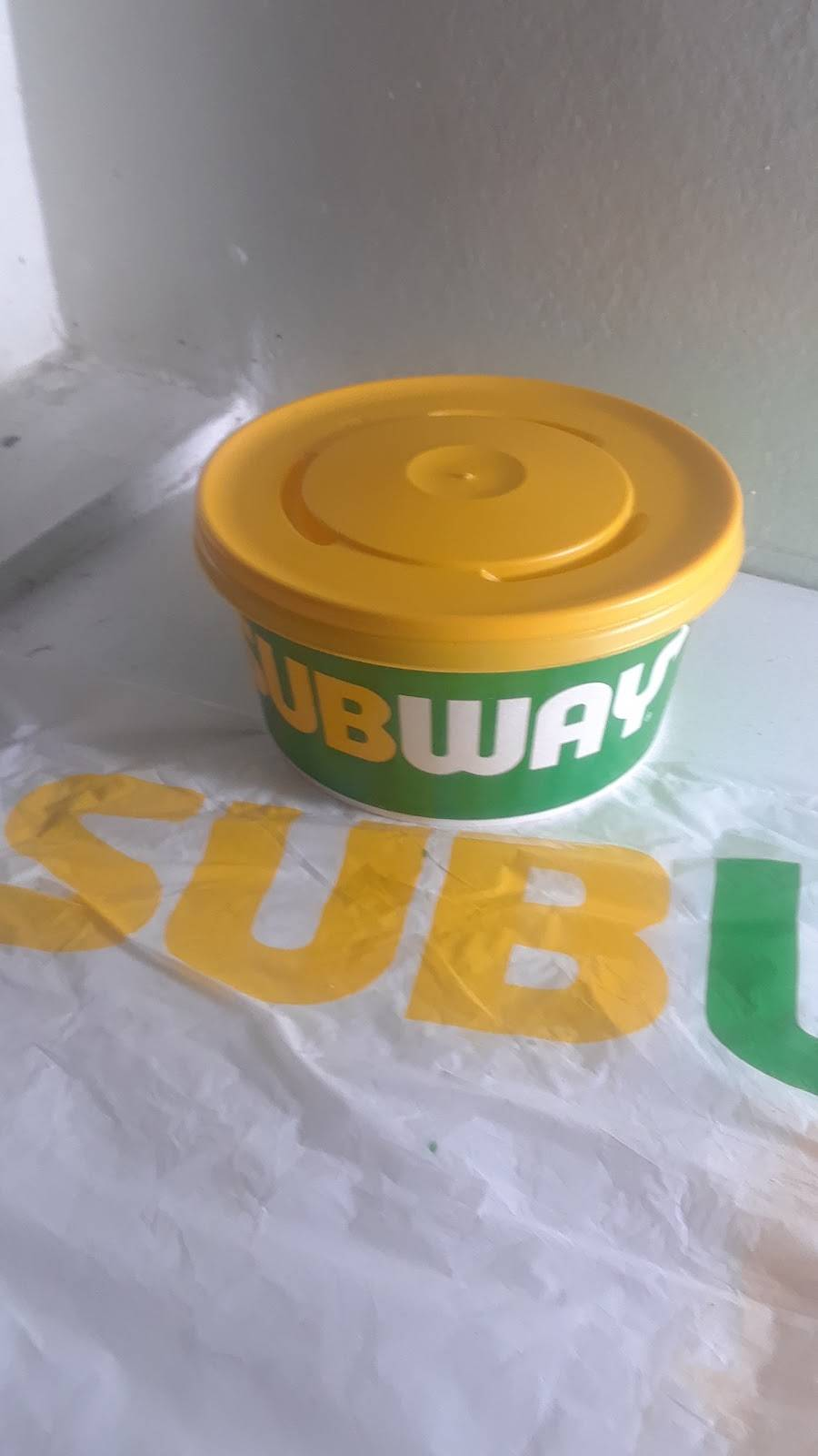 Subway   restaurant   696 St Clair Ave W, Toronto, ON M6C 1A9, Canada   4169160699 OR +1 416-916-0699