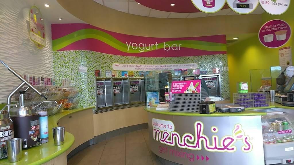 Menchies Frozen Yogurt | bakery | 7028 W Palmetto Cir S, Boca Raton, FL 33433, USA | 5613477001 OR +1 561-347-7001