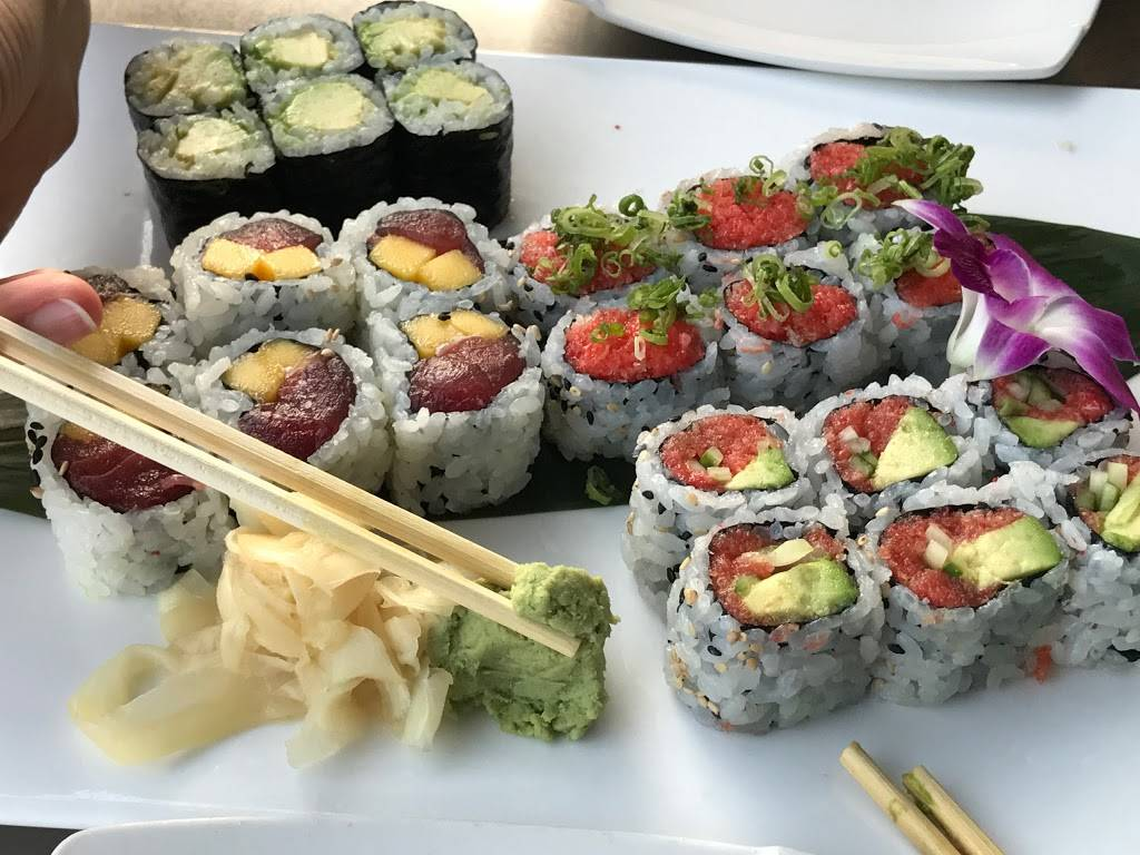 Fuji East Japanese Bistro | restaurant | 455 Main St, New York, NY 10044, USA | 2125831688 OR +1 212-583-1688