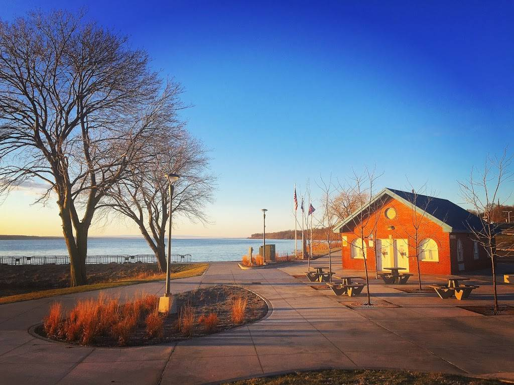 Long Pier Ice Cream & Rentals | meal takeaway | 47 Lake Front Dr, Geneva, NY 14456, USA | 3157812453 OR +1 315-781-2453