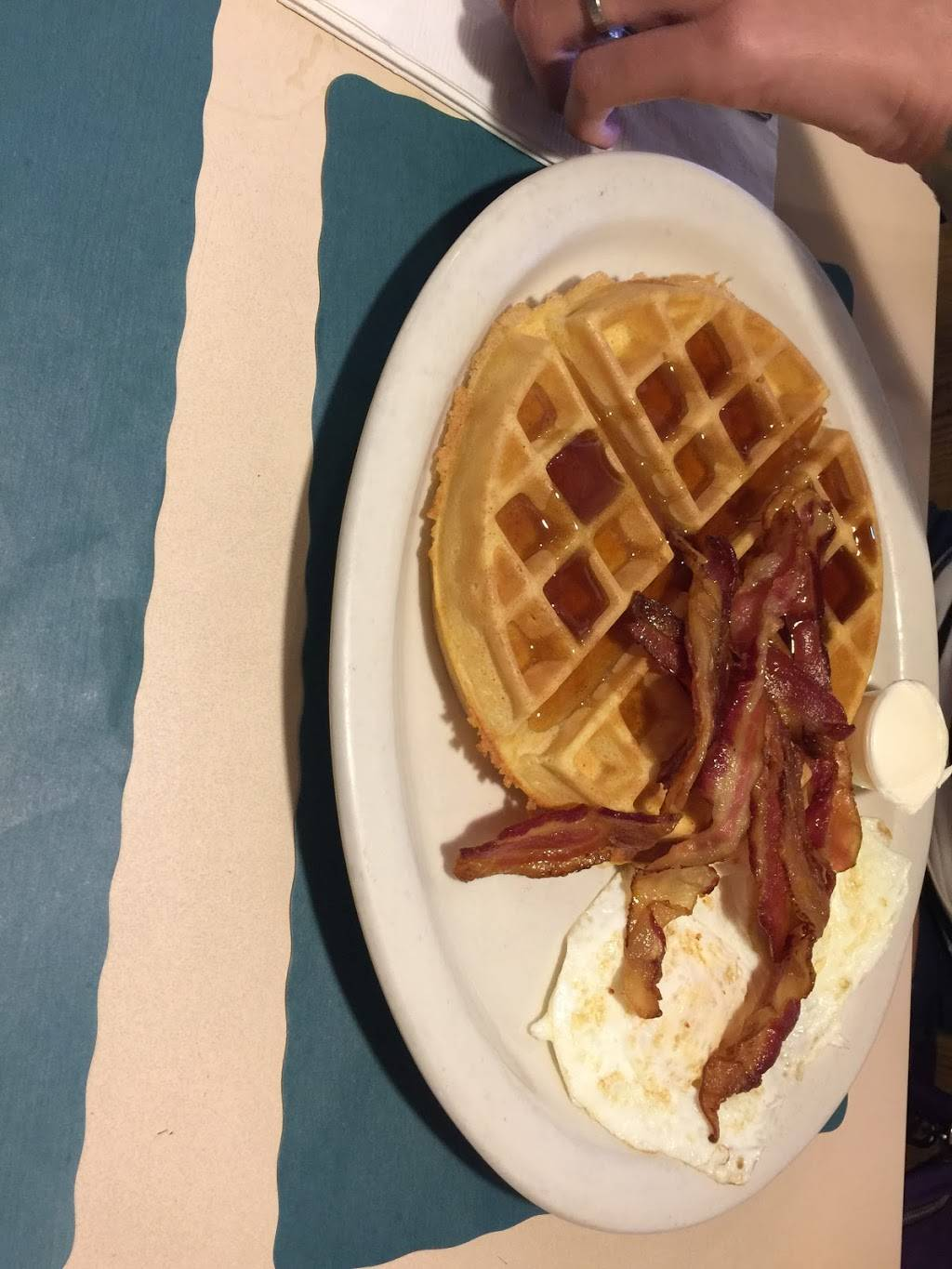 Lighthouse Family Restaurant and Diner | restaurant | 669 Broadway, Bayonne, NJ 07002, USA | 2014378650 OR +1 201-437-8650
