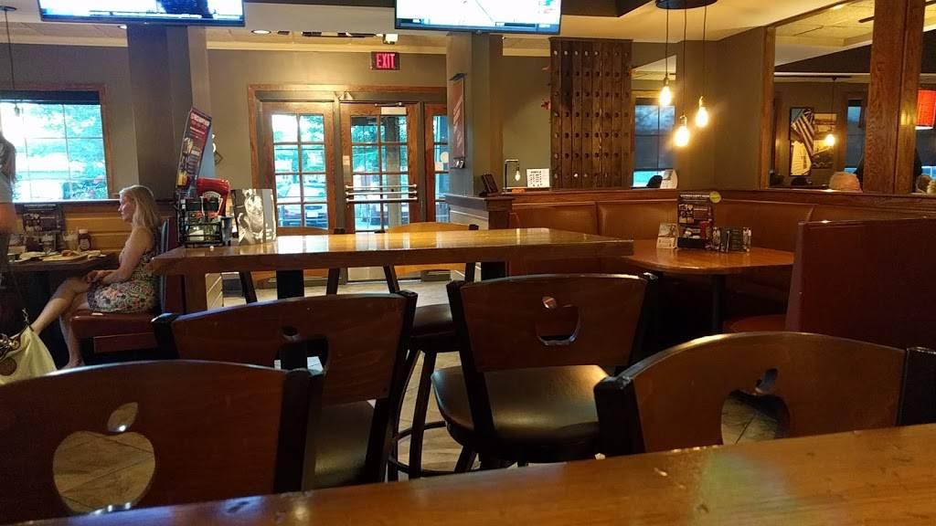 Applebees Grill + Bar | restaurant | 9901 Southpoint Pkwy, Fredericksburg, VA 22407, USA | 5408987441 OR +1 540-898-7441