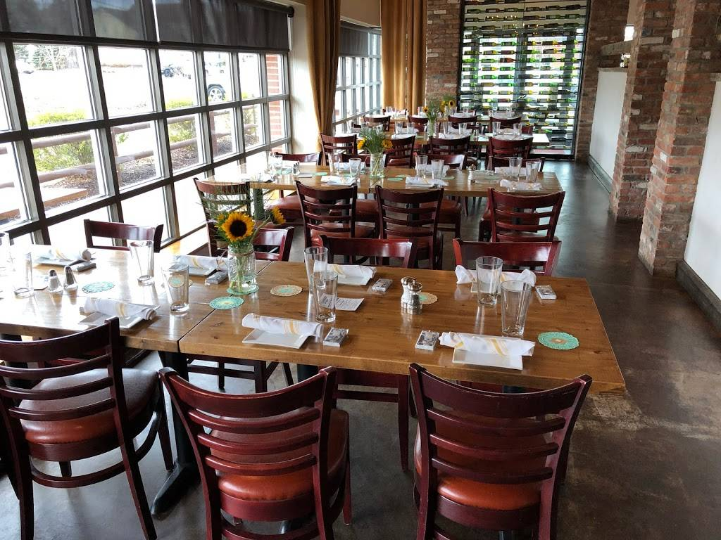 Barnwood Grill   restaurant   5 Queen St, Newtown, CT 06470, USA   2034912215 OR +1 203-491-2215