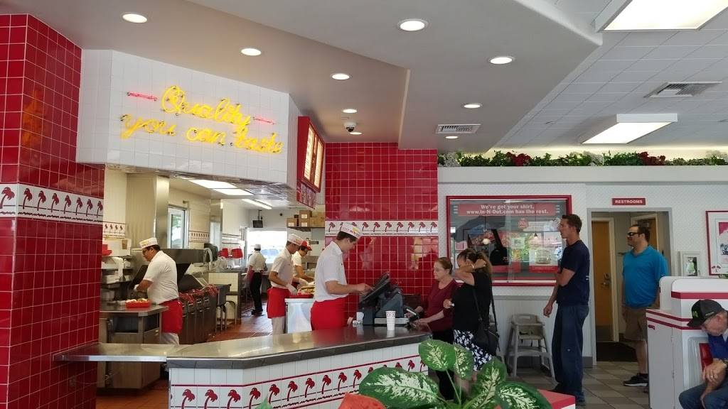 In-N-Out Burger | restaurant | 780 Airport Fwy, Hurst, TX 76054, USA | 8007861000 OR +1 800-786-1000