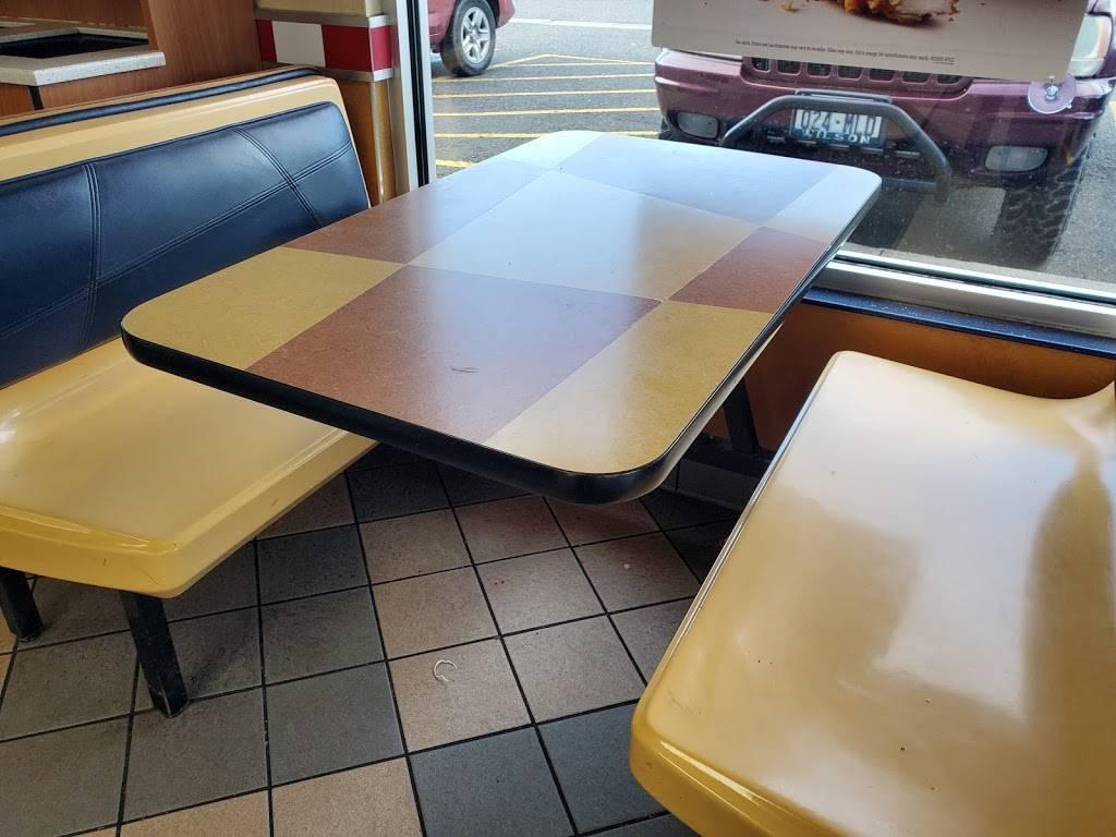 KFC | restaurant | 2003 Riverside Dr, Mt Vernon, WA 98273, USA | 3604247177 OR +1 360-424-7177