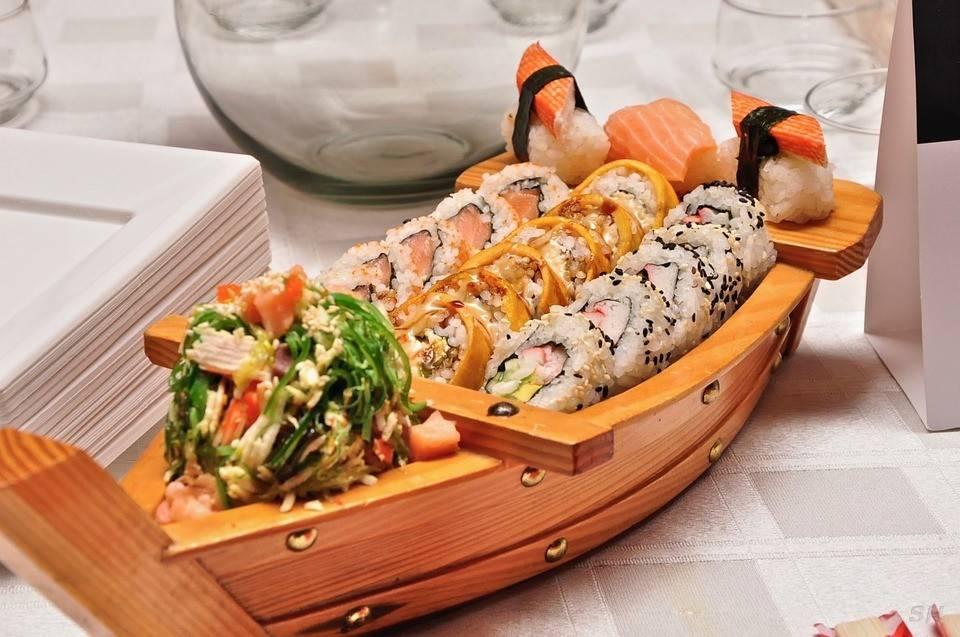 Yuyu Sushi   restaurant   1559 Sloat Blvd, San Francisco, CA 94132, USA   4156646455 OR +1 415-664-6455