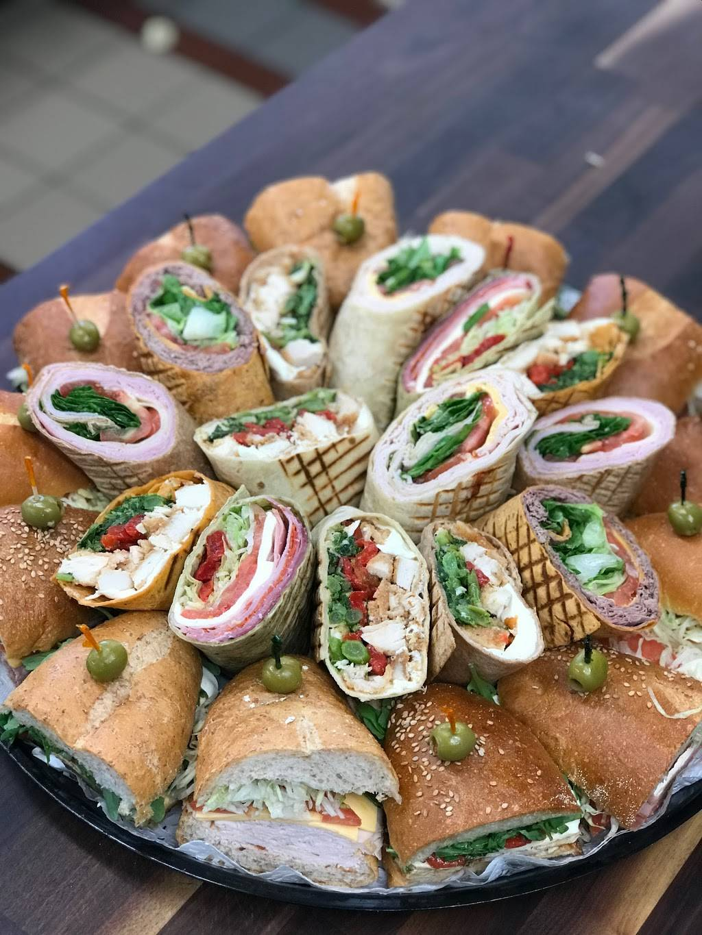 Benateris Italian Gourmet Deli & Catering | restaurant | 129-21 14th Ave, College Point, NY 11356, USA | 7184459240 OR +1 718-445-9240