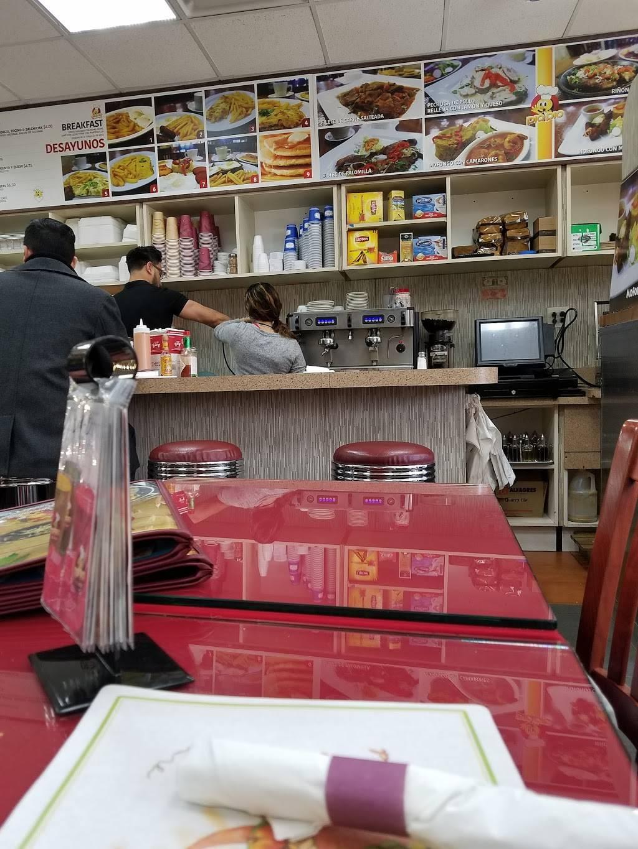 El Pio Pio Restaurant Cafe | restaurant | 449 Central Ave, Jersey City, NJ 07307, USA | 2015339400 OR +1 201-533-9400