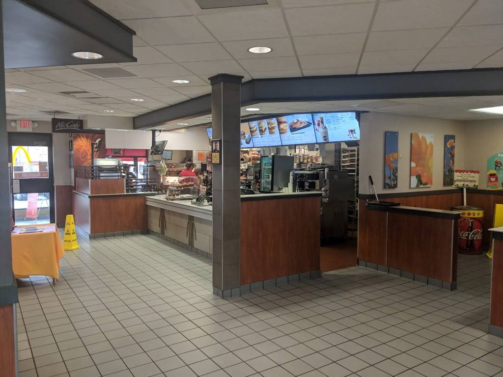 McDonalds | cafe | 5251 Trompeter Rd, Peru, IL 61354, USA | 8152235600 OR +1 815-223-5600