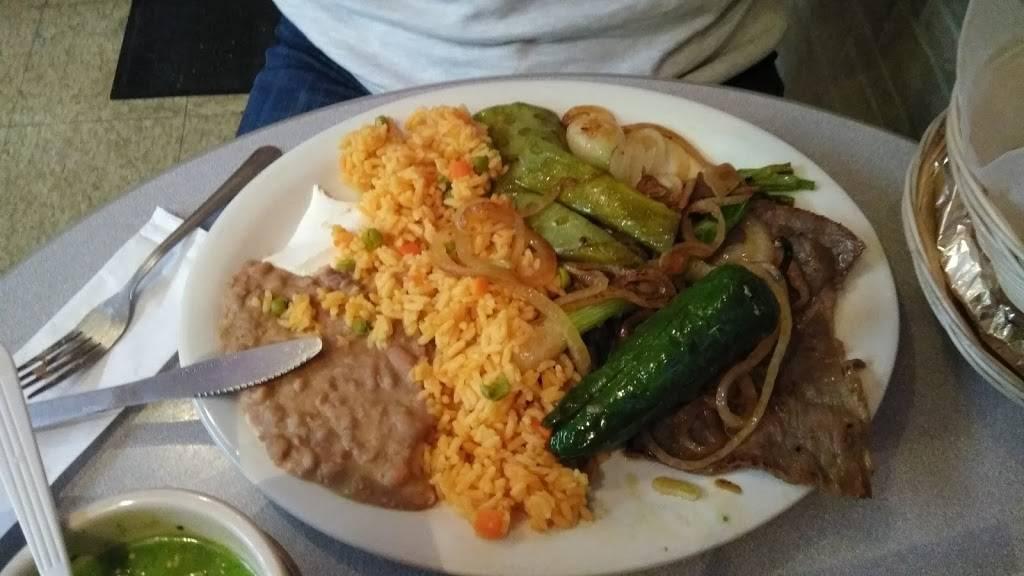 Los Primos Restaurant | restaurant | 115 E 2nd Ave, Roselle, NJ 07203, USA | 9082457005 OR +1 908-245-7005