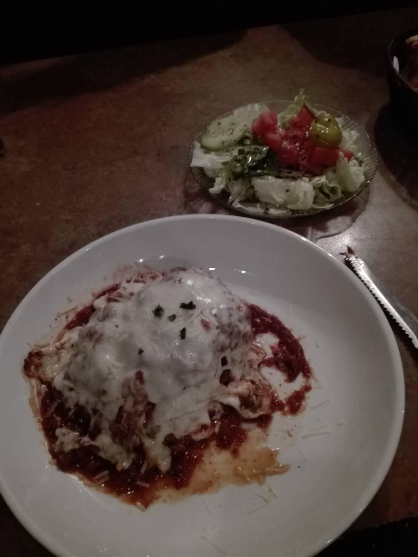 Armands Pizza & Pasta | restaurant | 105 W 1st St, Elmhurst, IL 60126, USA | 6307825800 OR +1 630-782-5800