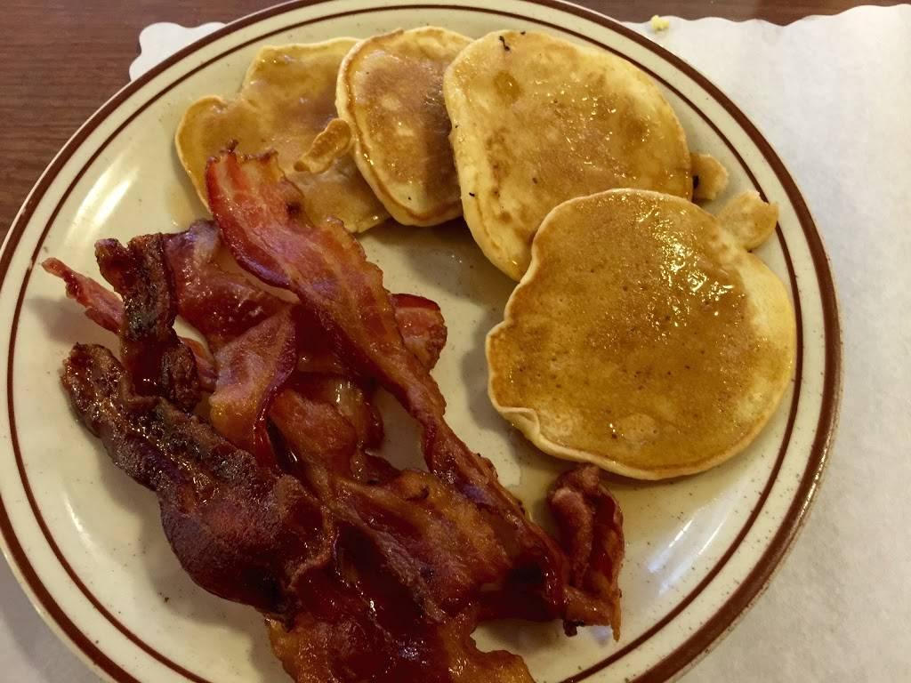 Medallion Restaurant | restaurant | 7 S Main St, Philippi, WV 26416, USA | 3044573463 OR +1 304-457-3463