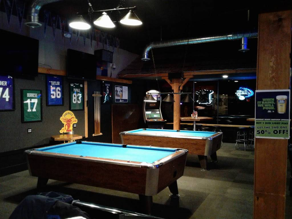 The Bull Pen Sports Bar and Grill | restaurant | 701 Metcalf St, Sedro-Woolley, WA 98284, USA | 3605884508 OR +1 360-588-4508