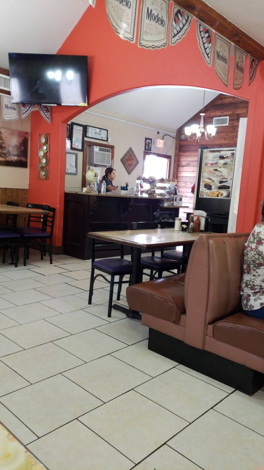 El portal   restaurant   810 US-90, Castroville, TX 78009, USA   8305385045 OR +1 830-538-5045