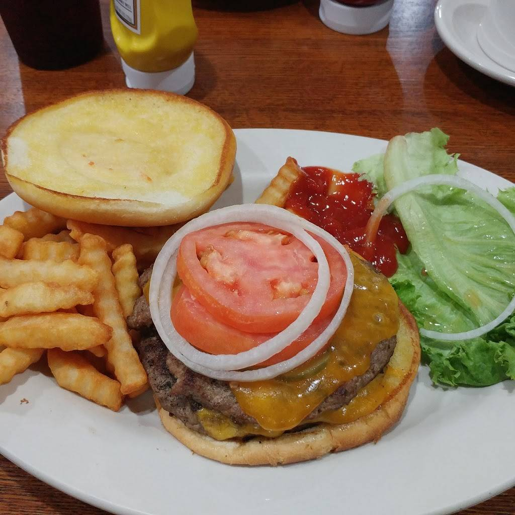 Woodhull Travel Plaza | restaurant | 536 Oxford Ave, Woodhull, IL 61490, USA | 3093343001 OR +1 309-334-3001