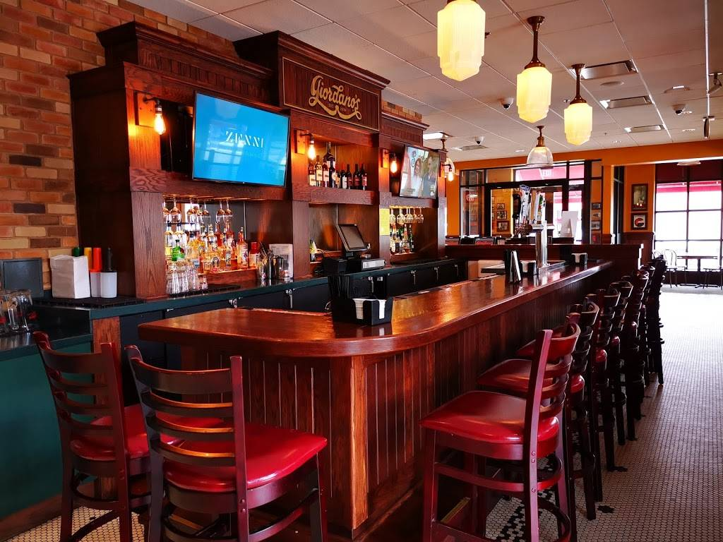Giordanos   restaurant   5990 Dempster Street, Morton Grove, IL 60053, USA   8479664300 OR +1 847-966-4300