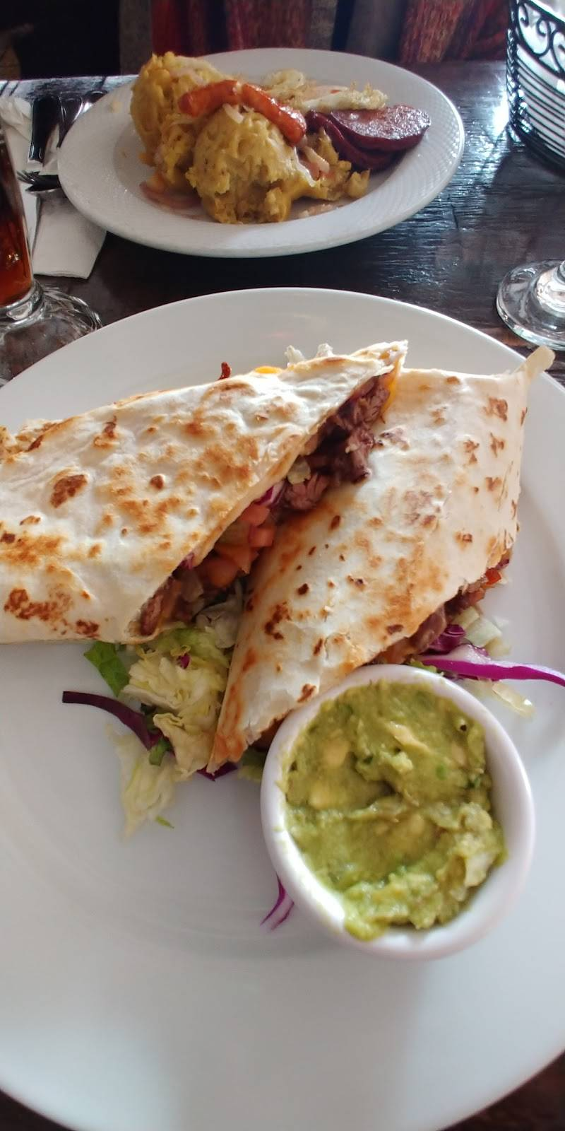 Cafe Colonial | restaurant | 2072 White Plains Rd, Bronx, NY 10462, USA | 7188241933 OR +1 718-824-1933