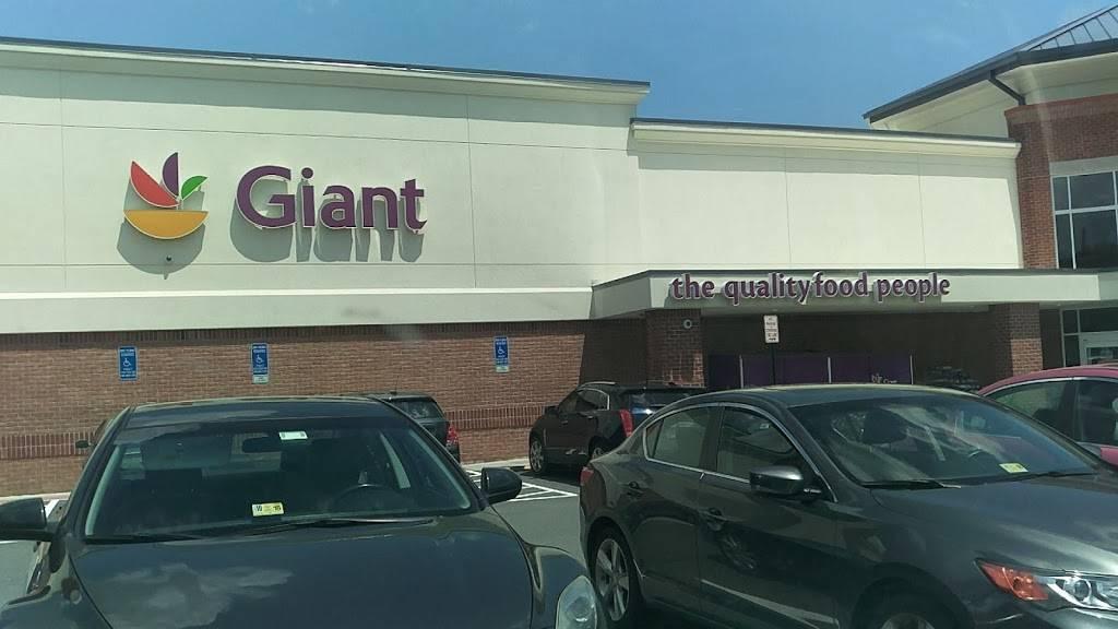 Kings Park Shopping Center   shopping mall   8970 Burke Lake Rd, Springfield, VA 22151, USA   7034424300 OR +1 703-442-4300