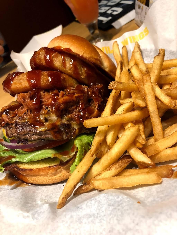 Buffalo Wild Wings | restaurant | 944 Elk Grove Town Center, Elk Grove Village, IL 60007, USA | 8476402327 OR +1 847-640-2327