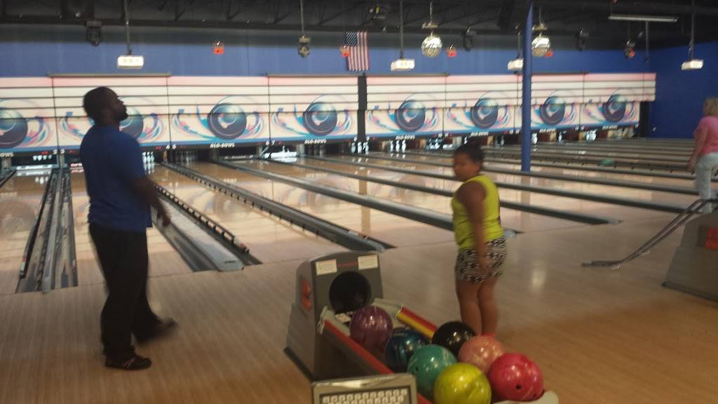 Glo-Bowl Fun Center | restaurant | 101 Franks Rd, Marengo, IL 60152, USA | 8155682695 OR +1 815-568-2695