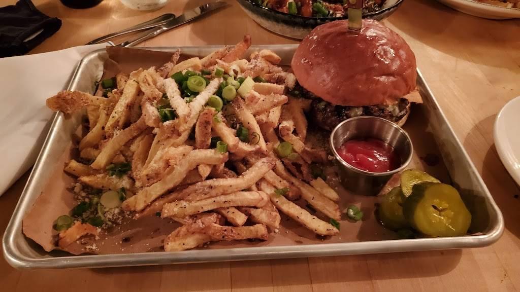 Waterdog Kitchen + Bar | restaurant | 125 Water St, Warren, RI 02885, USA | 4012524660 OR +1 401-252-4660