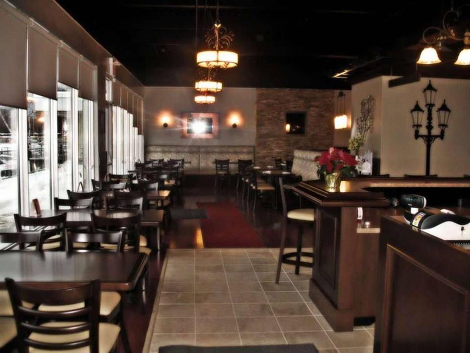 Dimitris Restaurant & Nikos Patio | restaurant | 609 William St, Cobourg, ON K9A 3A5, Canada | 2892521609 OR +1 289-252-1609