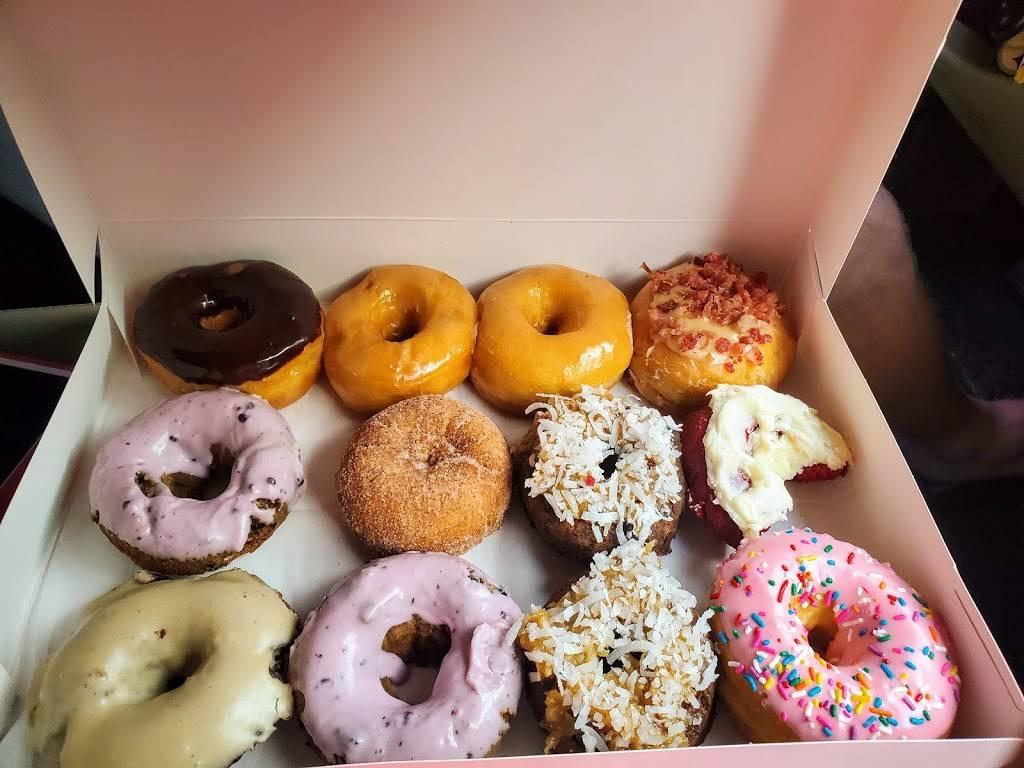 Mad Dogs Creamery & Donuts | bakery | 731 East Pkwy, Gatlinburg, TN 37738, USA | 8654305757 OR +1 865-430-5757
