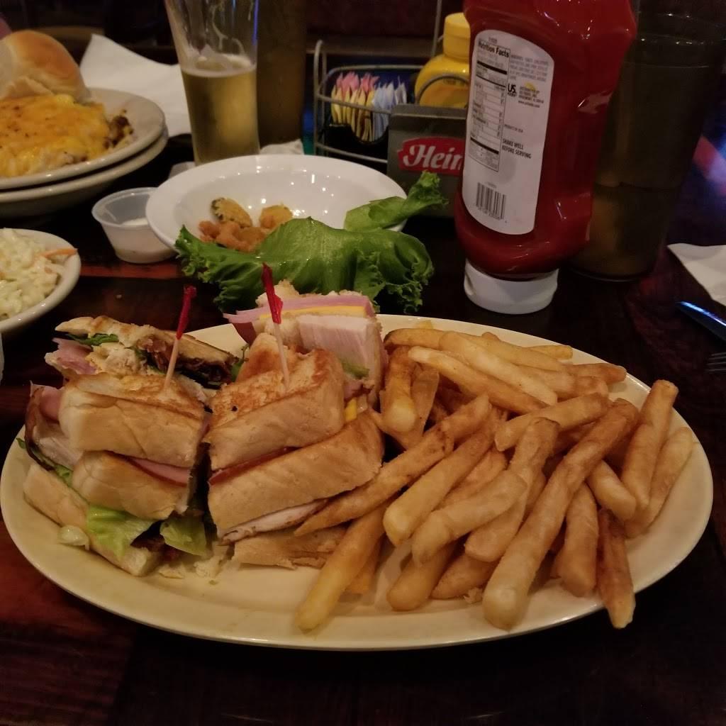 McCalls Tavern | restaurant | 997 Alverez Ave, Lady Lake, FL 32159, USA | 3527509441 OR +1 352-750-9441