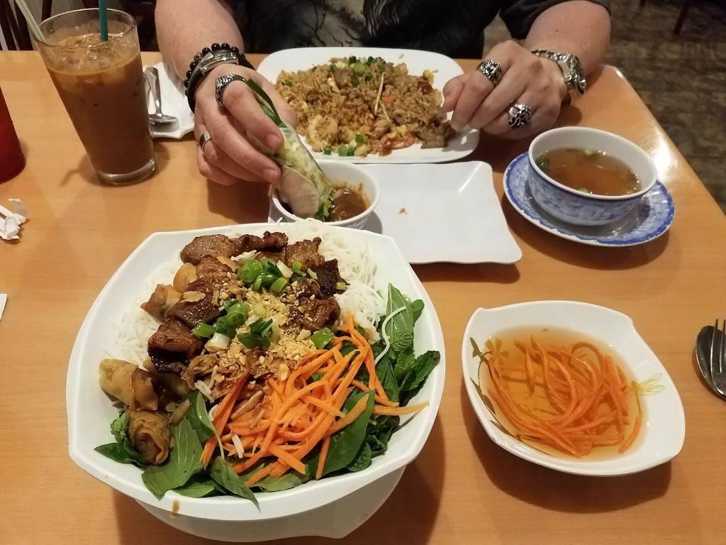 Pho Quyen Vietnamese Restaurant   restaurant   4505 Park Blvd N #10, Pinellas Park, FL 33781, USA   7275455678 OR +1 727-545-5678