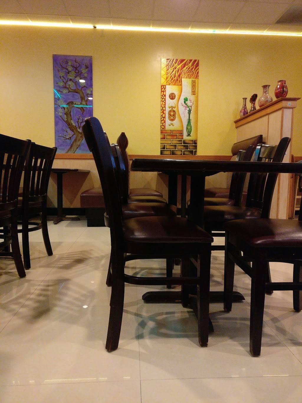Chens Bistro | restaurant | 1923 63rd St # C, Kenosha, WI 53143, USA | 2626059733 OR +1 262-605-9733