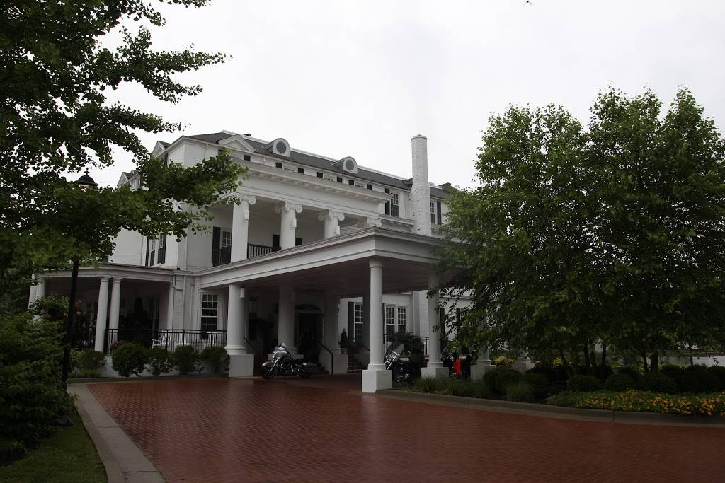 Historic Boone Tavern Hotel and Restaurant | restaurant | 100 S Main St North, Berea, KY 40403, USA | 8003669358 OR +1 800-366-9358