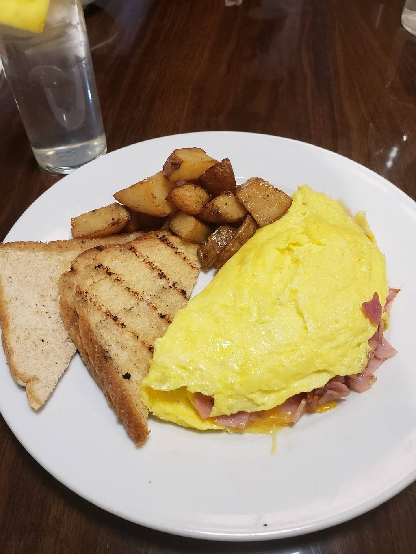 Good Eats Bistro | restaurant | 100-15 Ditmars Blvd, East Elmhurst, NY 11369, USA | 7185120255 OR +1 718-512-0255